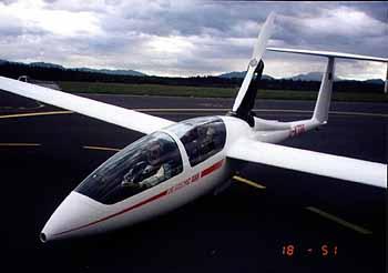 DG-505MB auf dem Ljuljana-Airport
